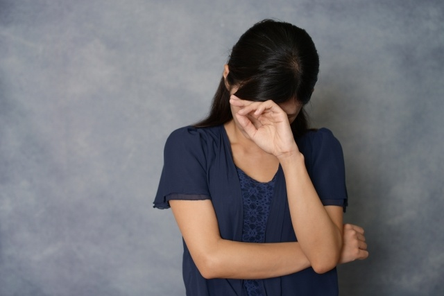 うつ病 悲しむ女性