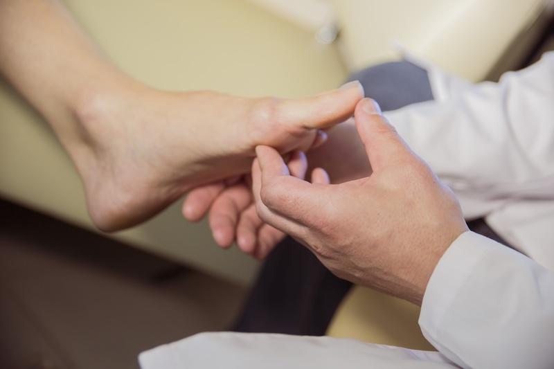 外反母趾の方向けの筋膜療法を行います